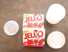 Jell-O shots receta americana Party Shots, Party Drinks, Fun Drinks, Yummy Drinks, Alcoholic Drinks, Cocktails, Easy Jello Shots, Making Jello Shots, Jell O