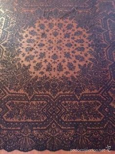 Antigüedades: Mantilla, Manto de Corte, antigua bordada en encaje de Chantilly…