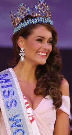 Miss World 2014 ended with the election of one of its most stunning winners of all times, South Africa's Rolene Strauss. Miss World 2014, Miss Mundo, Queen Crown, Beautiful Inside And Out, Beauty Pageant, Beauty Queens, Fashion Beauty, High Fashion, Kate Middleton