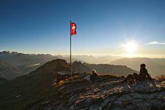 Wer die Wanderung aufs Faulhorn zu einer Zweitagestour ausweitet, wird mit einem ganz besonderen Sonnenaufgang belohnt. (Bild: Swiss-Image)