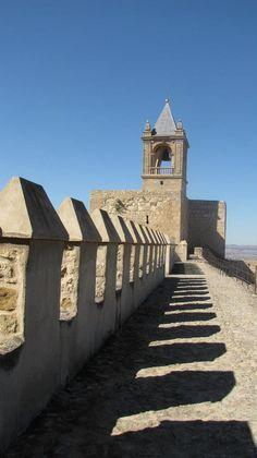 Alcazaba (Antequera, Málaga), by @tu_historia South Of Spain, Iberian Peninsula, Medieval Castle, Santa Maria, Malaga, Stuff To Do, Portugal, Landscaping, Spanish