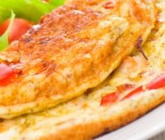 Ομελετα με ντοματα και τυρι Healthy Food List, Healthy Recipes, Bangladeshi Food, Greek Beauty, Omelette, Types Of Food, Mashed Potatoes, Recipies, Food And Drink