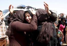 Musulmanes del Estado Islámico raptaron a una familia cristiana, posteriormente obligan a la madre a ver la violación de su hija de nueve años hasta la muerte. Atrocidades como ésta se repiten a di…