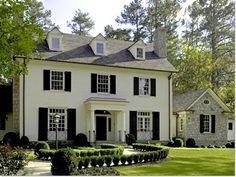 19 Ideas for house brick exterior ideas black shutters Exterior Paint Colors, Exterior House Colors, Paint Colors For Home, Exterior Design, Exterior Shutters, Farmhouse Shutters, Style At Home, Exterior Colonial, Traditional Exterior
