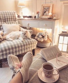 Wollen socks, books, candles, fairy lights and a cuppa. that's my Monday night; I wish it could rain but maybe it's asking too much. Cottage Living Rooms, Cottage Interiors, New Living Room, Cottage Homes, Living Room Decor, Shabby, Living Room Inspiration, Decoration, Living Room Designs