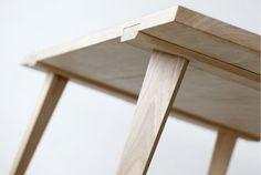 デンマークのデザイナーJulian Kyhl氏が制作した木のテーブル「Timber」。全部で10個のパーツから構成されているこの...