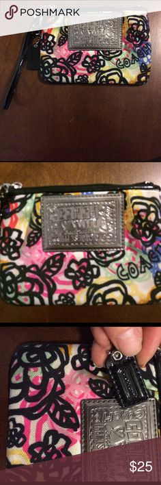COACH WRISTLET-Pretty 💕 Lovely coach authentic wristlet . Gently used . No damage . Wrapped and shipped with care . 💕 Coach Bags Clutches & Wristlets