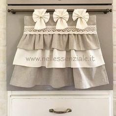 Il copriforno Neo Chic e le sue varianti - NellEssenziale Shaby Chic, Applique, Sweet Home, Sewing, Hobbies, Chanel, Kitchen Kit, Tablecloths, Creativity