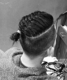 types of Cornrows and Braids Hairstyles for Men. Check this Cool photos of Braided Hairstyles for any age, and hair type. Classic Mens Hairstyles, Popular Mens Hairstyles, Old Hairstyles, Crochet Braids Hairstyles, Kids Braided Hairstyles, Cornrows, Medium Hair Styles, Curly Hair Styles, Different Braid Styles