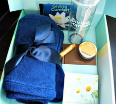 Know someone struggling with Cancer? You can send them a Comfort Kit from GivingComfort! #ad #GivingComfort