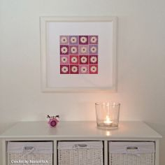 Crochet Art by BautaWitch Pretty as a picture - granny square with daisies in a frame and a crochet owl keeps us company at our country house.  Pattern for the daisy square and owl, is available for free at BautaWitch.se. Welcome!