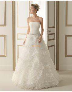 Pin by russiztewy on white wedding dresses Wedding Dress Organza, Elegant Wedding Gowns, Modest Wedding Dresses, Bridal Gown Styles, Bridal Gowns, Inexpensive Wedding Dresses, Marie, Tulle, Modern