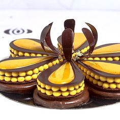 By @vincent_vallee #okmycake #patisserieboutique #pastry #patisserie #pastryart #pâtisserie #pastrychef #chef #cute #chefs #cheflife #pastrychef #like4like #likeforlike #lol #loveit #amor #amazing