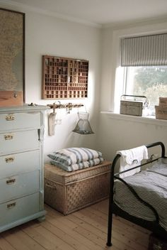 16 Fun and Cool Teen Bedroom Ideas Farmhouse style is so cozy, perfect for families as it creates a wonderful atmosphere. Here are beautiful farmhouse living room ideas to Cozy Bedroom, Bedroom Decor, Bedroom Ideas, Teen Bedroom, Modern Bedroom, Budget Bedroom, Bedroom Colors, Tiny Bedroom Storage, Earthy Bedroom