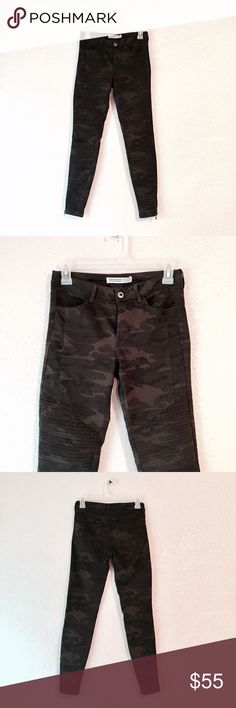 EUC Zara Camo green moto motorcycle denim jeans Zara Basic Denim. Green camouflage motorcycle jeans. Skinny pants with mid rise fit. These have amazing moto details like the zippers at the ankle and rubbed knee patches. So edgy! Excellent used condition with no flaws. Size 2. Zara Jeans Skinny
