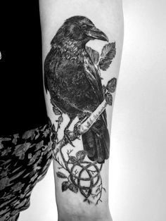 Madlyne Van Looy Raven Tattoo - List of the most beautiful tattoo models Top Tattoos, Cover Up Tattoos, Forearm Tattoos, Body Art Tattoos, Hand Tattoos, Tattoos For Guys, Sleeve Tattoos, Tattoos For Women, Men Back Tattoos