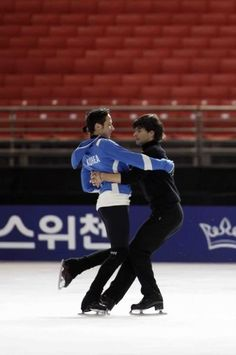 Johnny Weir and Stephane Lambiel -- this picture is my life. Can still choke me up. Male Figure Skaters, Johnny Be Good, Figure Skating Olympics, Stephane Lambiel, Katsuki Yuri, Gym Leotards, Skate Man, Johnny Weir, Ice Skaters