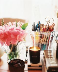 A Touch of Southern Grace : Home Office Inspiration Beautiful Interior Design, Beautiful Interiors, Office Color, Home Office, Office Chic, Stylish Office, Office Style, Space Photos, Deco Table