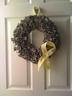 Adventures in Door Creations: Army Wreath tutorial Army Wreath, Military Wreath, Military Love, Military Crafts, Army Mom, Army Life, Military Girlfriend, Christmas Ornaments To Make, Christmas Wreaths