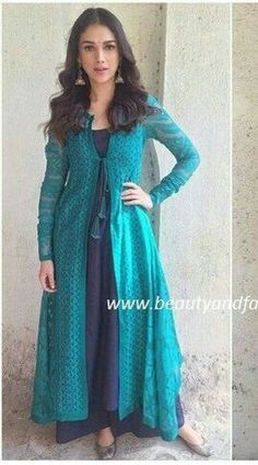Best Fashion Ideas : For digital print suit with contrasting colour inside Indian Attire, Indian Ethnic Wear, Indian Outfits, Indian Dresses For Women, Kurta Designs, Blouse Designs, Desi Clothes, Indian Designer Wear, Pakistani Dresses