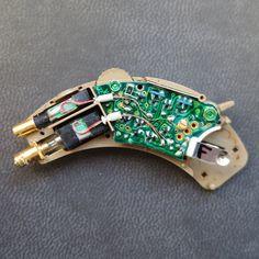 Programowanie, dopasowywanie, czyszczenie, naprawa i serwis aparatów słuchowych różnych producentów.