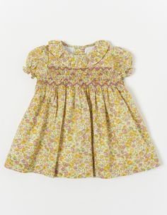 Dress with honeycomb and yellow floral pattern parte delantera Smocked Baby Dresses, Little Girl Dresses, Girls Dresses, Summer Dresses, Dress Anak, Smock Dress, Moda Online, Dressmaking, Smocking