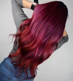 Incredible color design by Did your heart… - rote Frisuren Hair Color Highlights, Hair Color Balayage, Ombre Hair, Red Purple Hair, Short Red Hair, Coloured Hair, Cool Hair Color, Hair Looks, Pretty Hairstyles