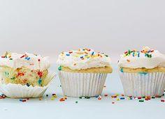Funfetti Cupcakes w/ White Wine Buttercream Frosting Best Dessert Recipes, Just Desserts, Wine Recipes, Delicious Desserts, Delicious Chocolate, Unique Recipes, Pasta Recipes, Leftover Wine, Sprinkle Cupcakes