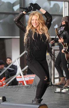 La gluteoplastia está de moda Shakira trasero