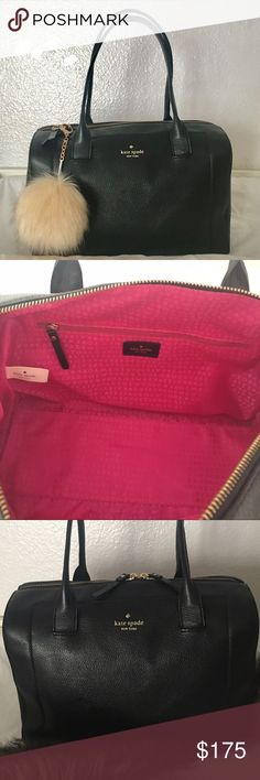 Kate Spade handbag Selling my kate spade shoulder bag. MINT condition!! Rarely used. Lovely!!  Straps drop 8inches. 😍😍💥reasonable offers accepted through offer button 👍🏻💥 Bags Shoulder Bags