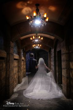Disney bride and groom get into the Halloween spirit with a spooktacular portrait session at The Haunted Mansion. Photo: Amy, Disney Fine Art Photography