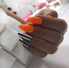 There are three kinds of fake nails which all come from the family of plastics. Acrylic nails are a liquid and powder mix. They are mixed in front of you and then they are brushed onto your nails and shaped. These nails are air dried. Acrylic Nails Natural, Orange Acrylic Nails, Summer Acrylic Nails, Cute Acrylic Nails, Fun Nails, Halloween Acrylic Nails, Orange Nail Art, Orange Nail Designs, Easy Halloween Nails