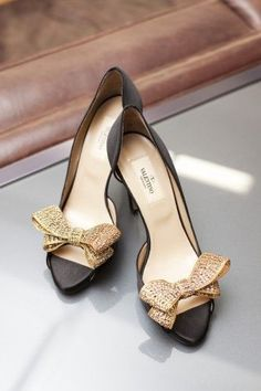 These would look amazing with a pencil skirt in the office. // Lara Ankle Strap Pumps by Manolo Blahnik Pretty Shoes, Beautiful Shoes, Cute Shoes, Me Too Shoes, Manolo Blahnik, Stilettos, High Heels, Black Heels, Blue Pumps