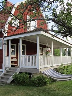 Pergola Ideas For Shade Product Swedish Cottage, Red Cottage, Cozy Cottage, Porch And Terrace, Porch Veranda, Red Houses, Cottage Porch, Side Porch, Outdoor Living Rooms