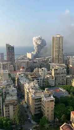 Beirut Explosion, Wow Video, Explosions, Amazing Nature, San Francisco Skyline, Funny Pictures, Fail Pictures, Scary, Beautiful Places
