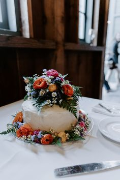 Remarkable Wedding Cake How To Pick The Best One Ideas. Beauteous Finished Wedding Cake How To Pick The Best One Ideas. Wedding Cake Images, Small Wedding Cakes, Floral Wedding Cakes, Amazing Wedding Cakes, Elegant Wedding Cakes, Farm Wedding, Wedding Events, Rustic Wedding, Wedding Hair
