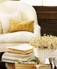 Spicy mustard interior decor trends + inspiration for your home - mustard yellow color Mustard Bedding, Yellow Bedding, Living Room Decor, Living Spaces, Living Rooms, Yellow Cottage, Lake Cottage, Cottage Living, Cottage Chic