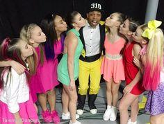 Kenzie, Brynn, Nia, Kalani, Maddie, Kendall and Jojo with Todrick!
