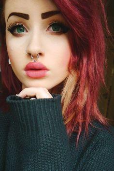 perforación llamada chica cabello rojo cerca de zaragoza