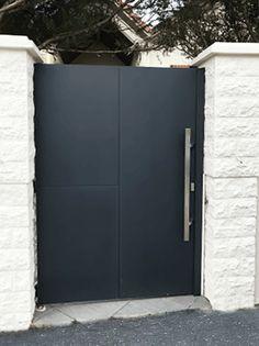 Steel Gate Design, House Gate Design, Door Gate Design, Fence Design, Arch House, Gate House, Side Gates, Window Grill Design, Driveway Gate