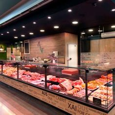 Home Decoration Stores Near Me Code: 2356032210 Butcher Store, Local Butcher Shop, Chips Restaurant, Outdoor Restaurant, Carnicerias Ideas, Deli Shop, Meat Store, Supermarket, Deli Counter