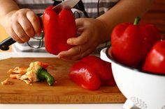 Ardei copți în cuptor, cea mai simplă și igienică metodă de copt ardeii Home Food, Mai, Stuffed Peppers, Vegetables, Dressmaking, Canning, Stuffed Pepper, Vegetable Recipes, Stuffed Sweet Peppers