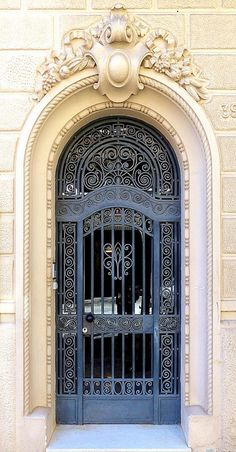 Beautiful architecture on this door in Barcelona, Spain. Cool Doors, The Doors, Windows And Doors, Door Entryway, Entrance Doors, Doorway, Grand Entrance, Gate Design, Door Design