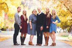 Older Family Photos, Adult Family Pictures, Adult Family Poses, Family Pictures What To Wear, Large Family Photos, Family Christmas Pictures, Fall Family Photos, Family Posing, Fall Pics