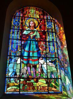 Eglise Paroissiale Notre-Dame-des-Fontaines à Pontrieux Cotes d'armor France, auteur pierre bastien pour Patrimoine de France.