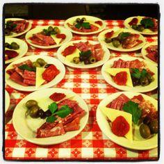 @dishcrawlblm Antipasti Italian appetizer of  Salami, coppacola, sun dried tomatoes, charcuterie, prosciutto, and olives @NicksEnglihHut #dishcrawl #Restaurants #btown