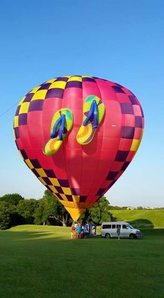 Welcome Pilot Diane Karlsson of Chandler, Texas. Diane flies the balloon, Walkin' on Air. #BalloonFiesta