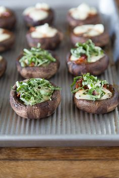 Pizza Stuffed Mushrooms. Oh, these look tasty!