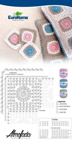 Almofada quadradinho com squares utilizando o barbante EuroRoma Fiore Rosa Bebê, Azul Bebê, Cru e Caqui.