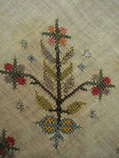 Antika desen Cross Stitch Embroidery, Embroidery Patterns, Hand Embroidery, Knitting Patterns, Palestinian Embroidery, Handicraft, Needlework, Diy And Crafts, Quilts